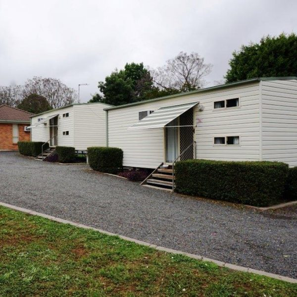 Ensuite Cabins - Highway Caravan Park Scone